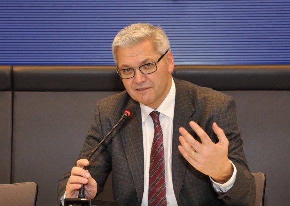 Hubert Hüppe im Fraktionssitzungssaal