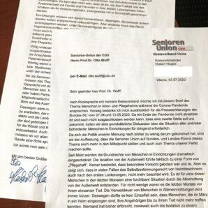 Einschränkungen der Grundrechte von alten und/oder behinderten Menschen in Einrichtungen während der Corona-Pandemie