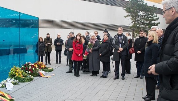Tag des Gedenkens an die Opfer des Nationalsozialismus am 27. Januar vor T4-Denkmal Berlin