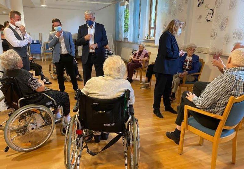CDU-Bundestagskandidat Hubert Hüppe  zu Besuch im Klara-Röhrscheidt-Haus der Diakonie Mark-Ruhr in Schwerte, 23.08.21