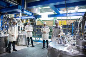 Austausch zu Gesundheitsthemen: Bundestags-Kandidat Hüppe besucht Bayer-Standort Bergkamen